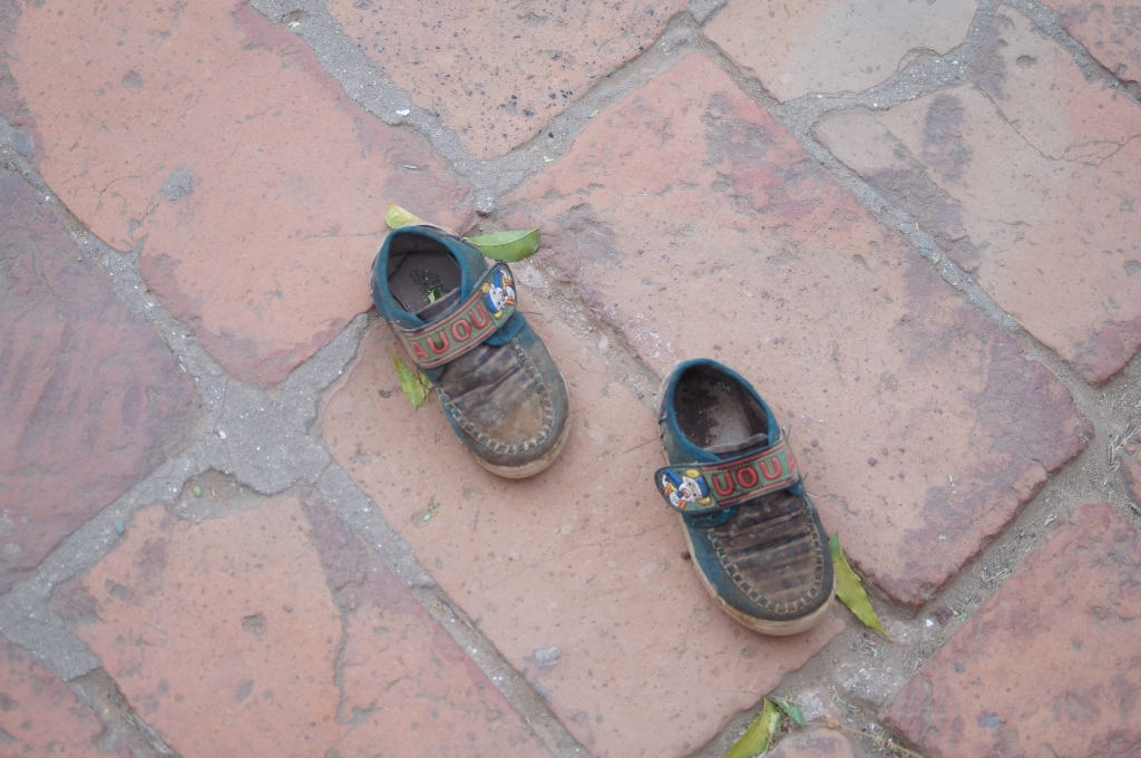 Shoes must be left outside the temple area.