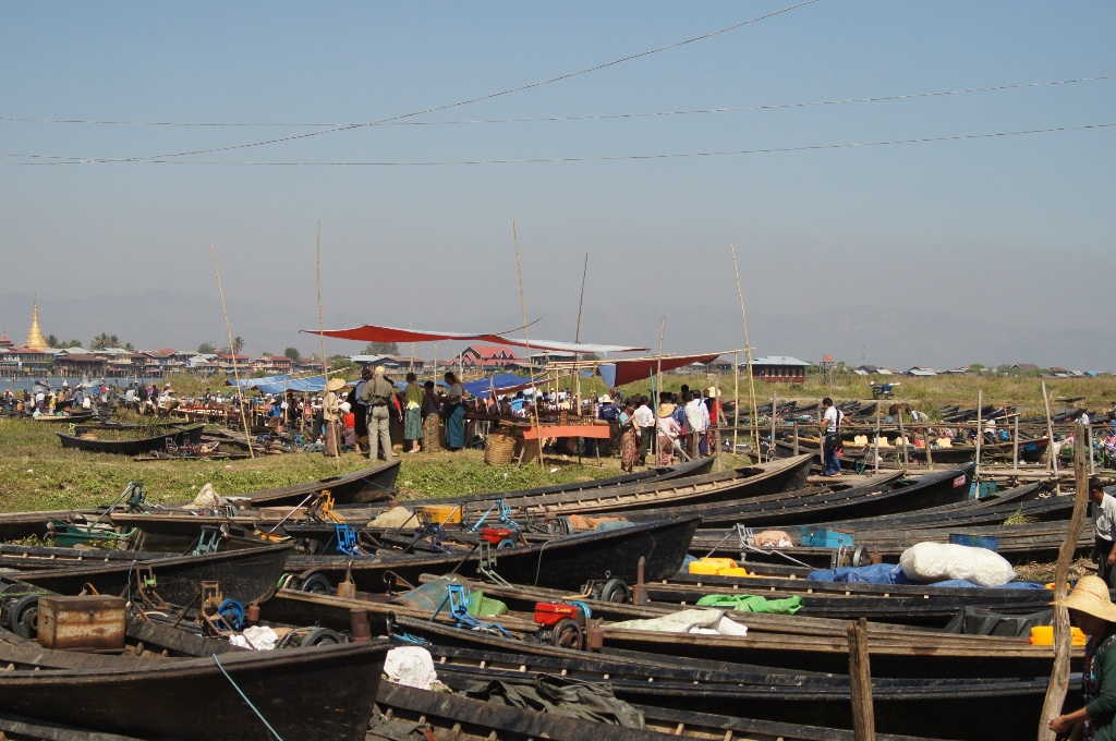 The floating market of Nyang Win. Everybody naturally arrives by boat.